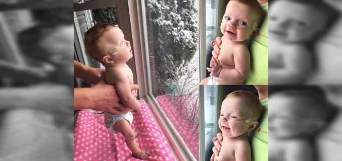 baby-sees-snow
